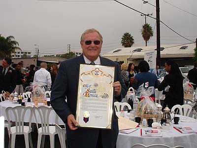 Bob Holbrook receives Community Service Award in 2005