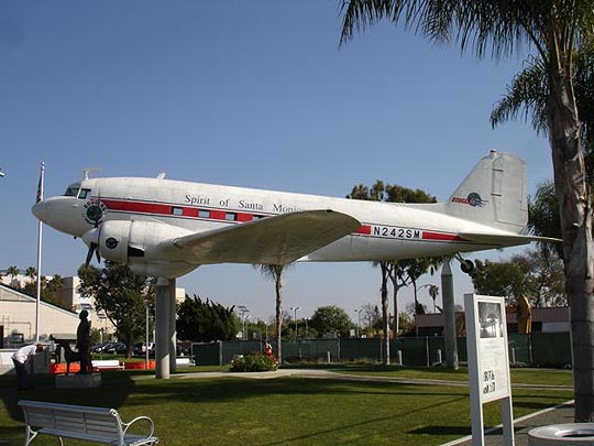 Photo of a DC3 in Santa Monica